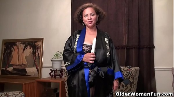 Mom nylon, Mature mom