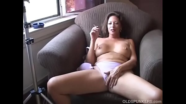 Mature, Smoking, Older mom